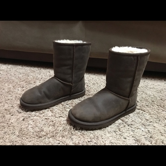 99d08993d73 UGG Shoes | Classic Short Brown Leather Boot Size 6 | Poshmark